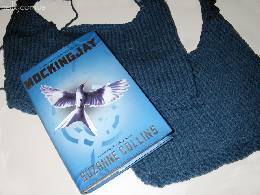 Yarn Along reading Mocking Jay